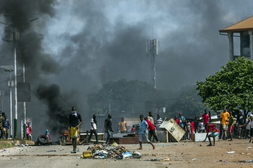 Supporters of Guinean opposition leader Cellou Dalein Diallo clash with police in Conakry, Guinea, Wednesday, Oct. 21, 2020. Diallo declared himself winner against incumbent President Alpha Conde in Sunday's presidential elections.(AP Photo/Sadak Souici)