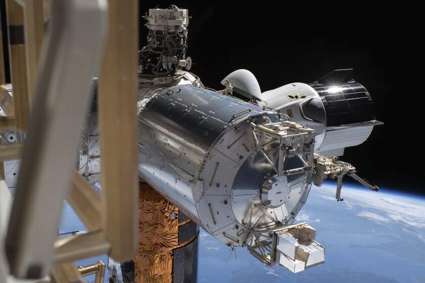 Fotografía del 1 de julio de 2020 proporcionada por la NASA en la que aparece la cápsula Dragon de la firma SpaceX