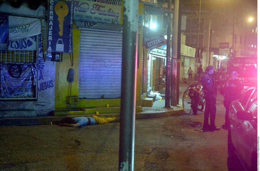 Dos marinos fueron asesinados por arma de fuego calibre 38 súper de acuerdo a los siete casquillos encontrados en la escena del crimen, en la colonia Moctezuma, en Acapulco.