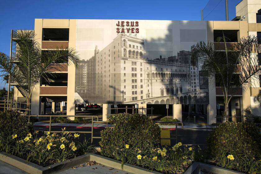 Biola University settles for replica of iconic 'Jesus saves' sign