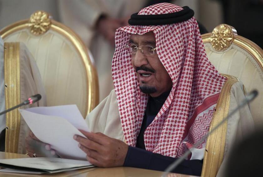 """El presidente, Donald Trump, dijo hoy que planea hablar """"en algún momento"""" con el rey saudí, Salman bin Abdelaziz, sobre la desaparición del periodista de este país Jamal Khashoggi en Estambul. EFE/ARCHIVO/POOL"""