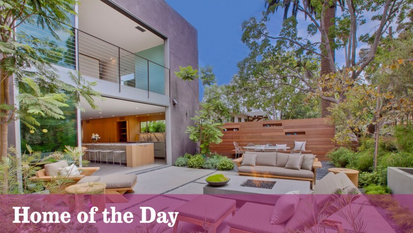 Home of the Day: A giant's doorway in Venice