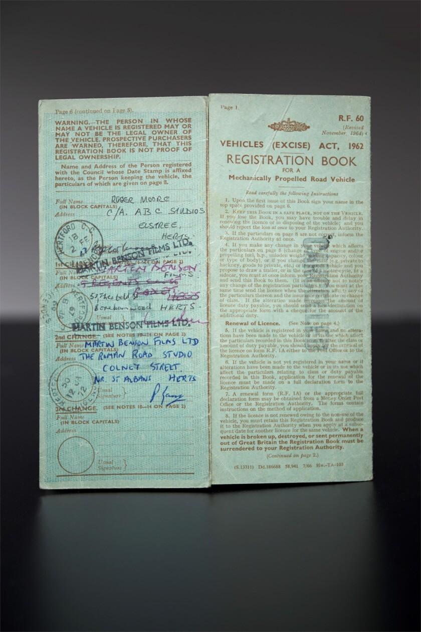 带罗杰·摩尔签名的沃尔沃P1800 ST 1车牌注册文件