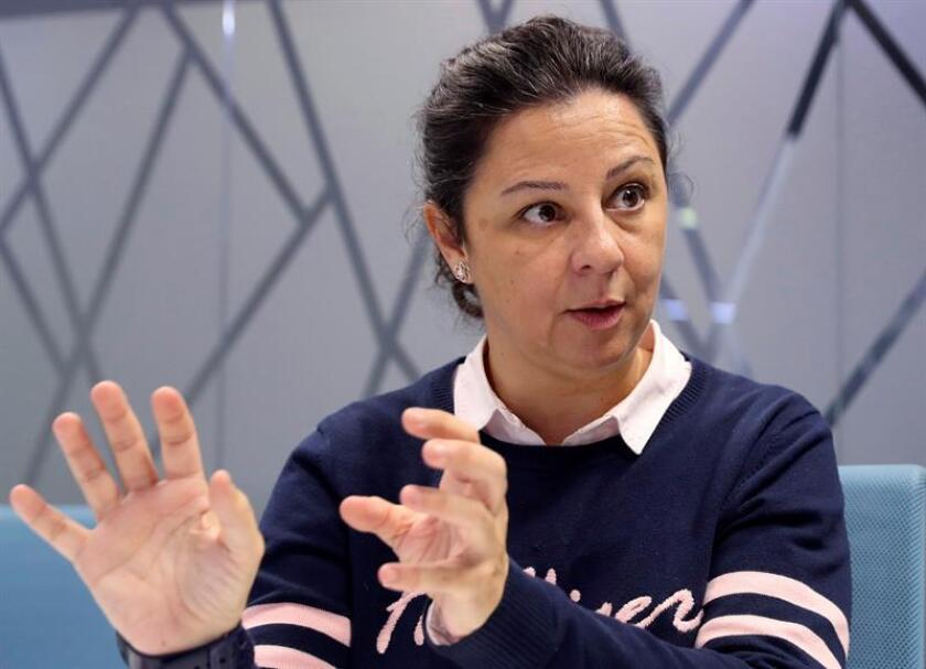 La árbitra de voleibol, Susana Rodríguez, posa durante una entrevista con Efe. Con sólo 22 años, Susana Rodríguez (Albacete, 1974) fue la primera mujer que dirigió un partido de la máxima categoría masculina del voleibol español. EFE