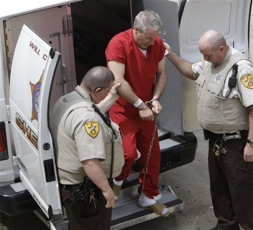 Former Bolingbrook, Ill., police sergeant Drew Peterson arrives at the Will County Courthouse in Joliet, Ill., Friday, May 8, 2009, for his arraignment on charges of first-degree murder in the 2004 death of his former wife Kathleen Savio, who was found in an empty bathtub at home. (AP Photo/M. Spencer Green)