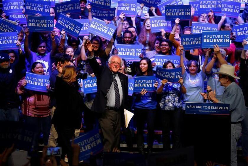 La carrera de Sanders se convirtió en todo un fenómeno que sigue arrastrando a miles de personas, pero principalmente a los jóvenes, considerando que ellos son uno de los grupos más afectados con los altos costos universitarios que actualmente enfrentan.