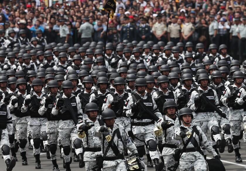 ARCHIVO - En esta foto de archivo del 16 de septiembre de 2019, miembros de la Guardia Nacional de México