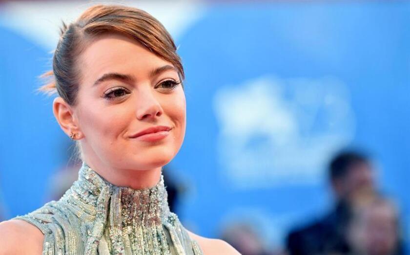 """Emma Stone guarda más de un paralelismo con su personaje en el musical """"La La Land"""", una de las cintas que suenan con fuerza para los próximos Óscar, y asegura, en una entrevista con Efe, que pensó """"mil veces en renunciar"""" a su sueño de convertirse en actriz. EFE/ARCHIVO"""