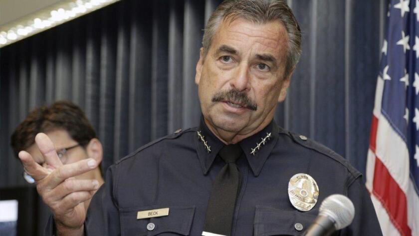 Charlie Beck, jefe del LAPD, dijo que la nueva información incluirá el grupo de población al que pertenece la persona sobre la cual se utilizó fuerza, el de la persona que haya sido arrestada y el tipo de llamadas que involucren uso de la fuerza.