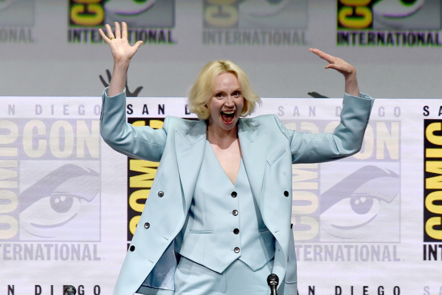 """Actor Gwendoline Christie greets the Hall H crowd at Comic-Con International 2017 """"Game Of Thrones"""" panel and Q&A session at San Diego Convention Center on July 21, 2017. (Photo by Kevin Winter/Getty Images)"""