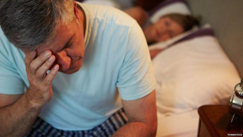 Los expertos recomiendan cenar al menos dos horas antes de irse a acostar.