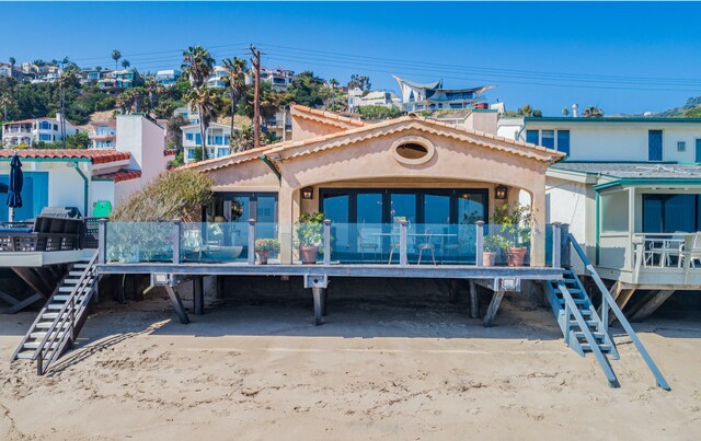 Actor Paul Dooley sends European-vibe beach house to market in Malibu - Los Angeles Times