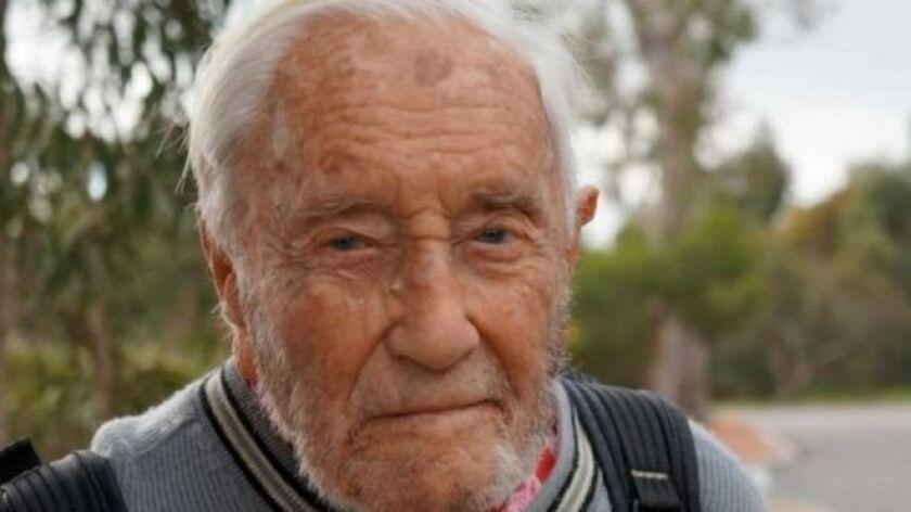 El científico David Goodall tiene una carrera que se extiende 70 años. Y aunque ya tiene 102 años, la idea de dejar de ir al campus universitario a trabajar le era impensable.
