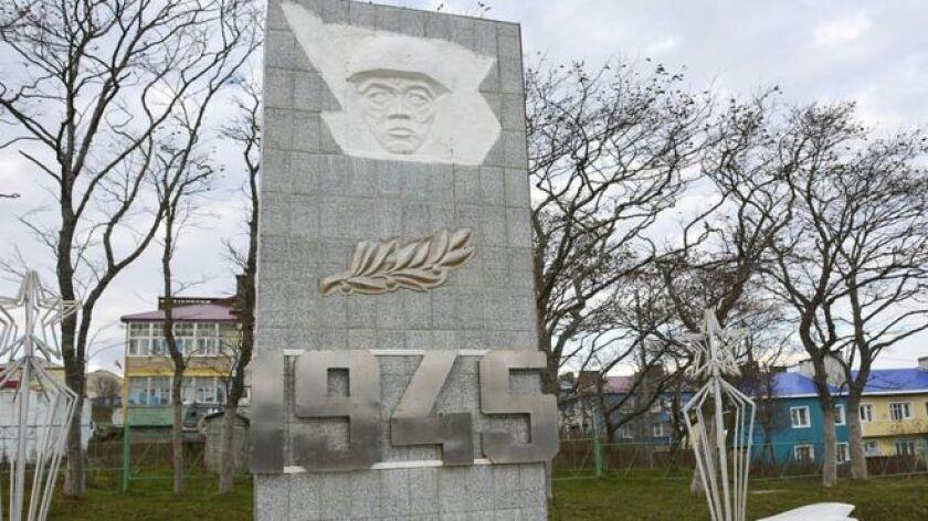 La ocupación de las Islas Kuriles -conocidas en Japón como los Territorios del Norte- condujo a que ambos países no lograran firmar un acuerdo de paz para poner fin a la Segunda Guerra. Desde entonces, la relación entre Rusia y Japón ha sido tensa y técnicamente ambos siguen en guerra.