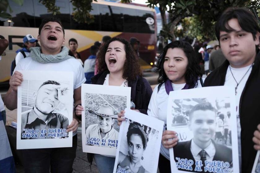 Cientos de nicaragüenses, en su mayoría refugiados, se unen a una caravana de 20 buses que se dirige hacía la frontera con Nicaragua, para protestar contra el gobierno del presidente nicaragüense Daniel Ortega, en San Jose (Nicaragua). EFE/Archivo