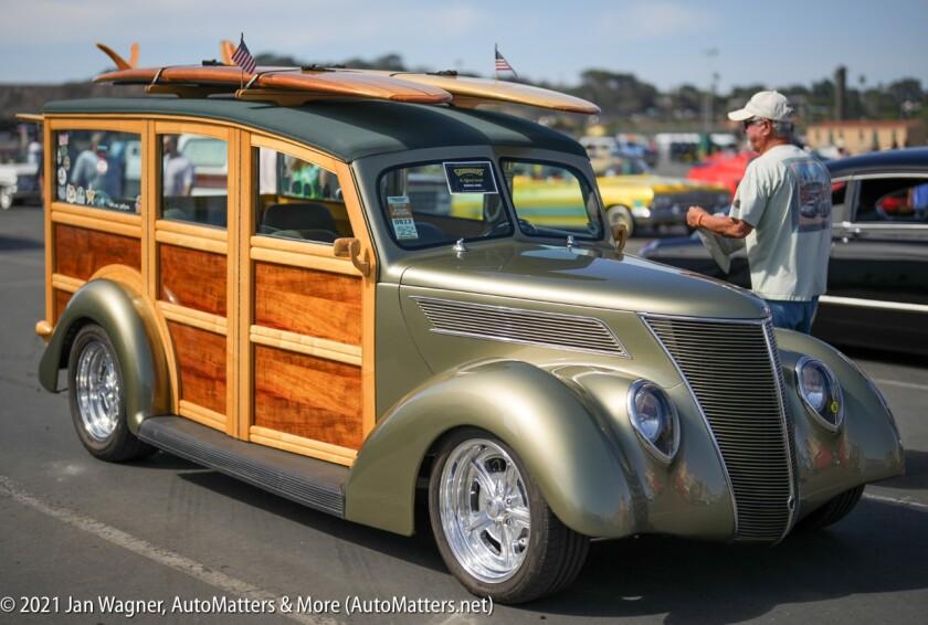 An incredible Woodie Wagon