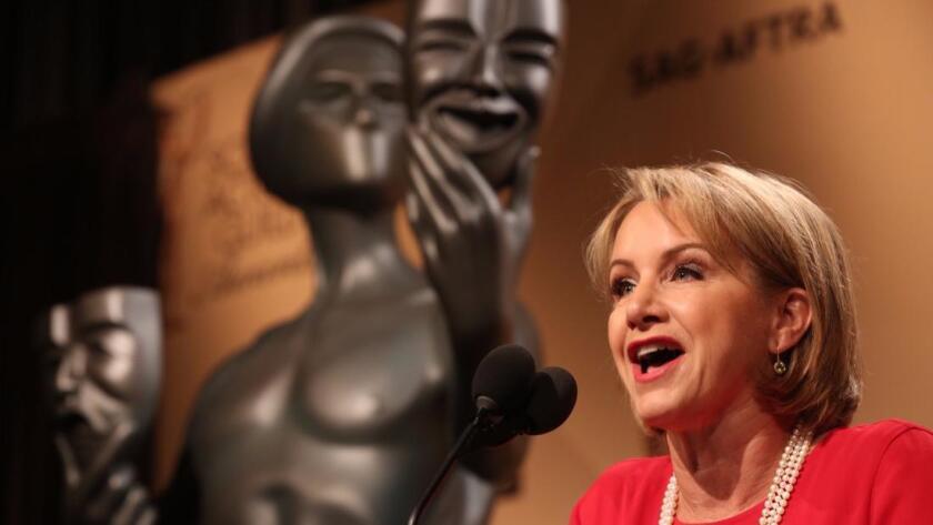 SAG-AFTRA informó que la votación se llevará a cabo entre el 7 de febrero y el 8 de marzo. En la imagen, la presidenta del gremio, Gabrielle Carteris (Al Seib / Los Angeles Times).