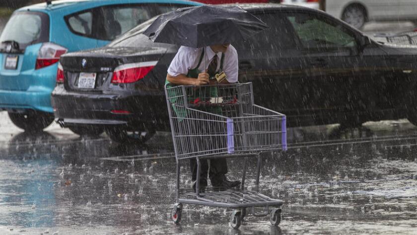 Lluvias y tormentas eléctricas causada por un área de baja presión y un frente estacionario en el sureste, provocaron fuertes lluvias en el sur de California.
