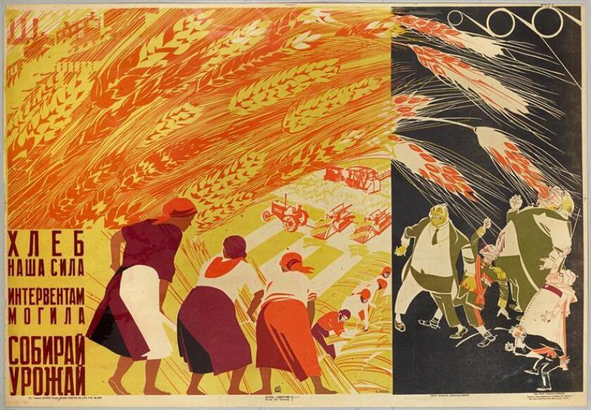 """Fotografía cedida de la colección de Mitchell Wolfson, Jr. de un cartel de Dmitrii Moor titulado """"Recoge la cosecha (1931)"""" que forma parte de la muestra """"Constructing Revolution"""" (Construyendo Revolución), organizada por el Bowdoin College Museum of Art, de Brunswick (Maine), en The Wolfsonian, un museo propiedad de la Florida International University (FIU) en Miami Beach, Florida (Estados Unidos). Una exposición que abrirá mañana en Miami reúne más de 50 carteles de propaganda soviética, representativos del arte gráfico creado en el periodo entre las dos guerras mundiales para promover de manera simple y directa los valores y logros de la Revolución. EFE/Lynton Gardiner/The Wolfsonian/SOLO USO EDITORIAL/NO VENTAS"""