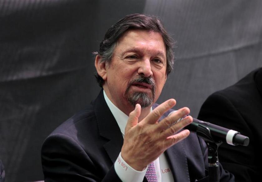 El dirigente sindical minero Napoleón Gómez Urrutia habla durante una rueda de prensa hoy, jueves 30 de agosto de 2018, en Ciudad de México (México). EFE