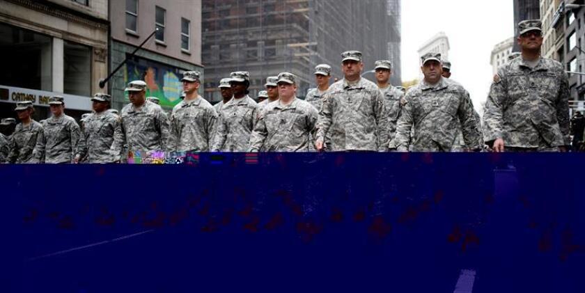 El Ejército emitió esta semana una directiva en la que permite los turbantes, los velos y las barbas para los soldados que profesan el Islam o son seguidores del Sijismo, quienes hasta ahora no podían mostrar sus creencias en el uniforme militar. EFE/ARCHIVO