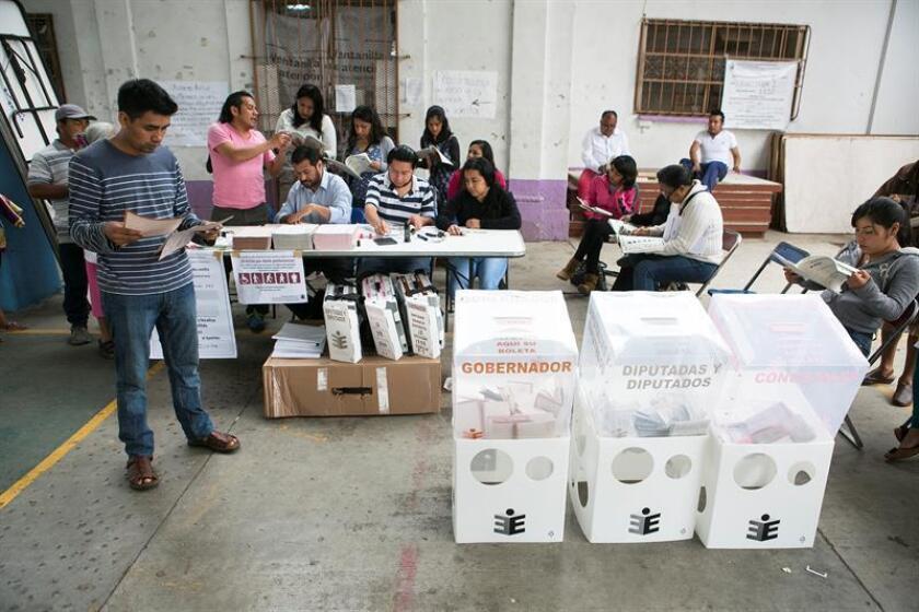 Más de medio millón de mexicanos radicados en Estados Unidos se han registrado hasta ahora para obtener su credencial de elector con fotografía, con el fin de votar en las elecciones del 1 de julio, según fuentes oficiales mexicanas. EFE/ARCHIVO