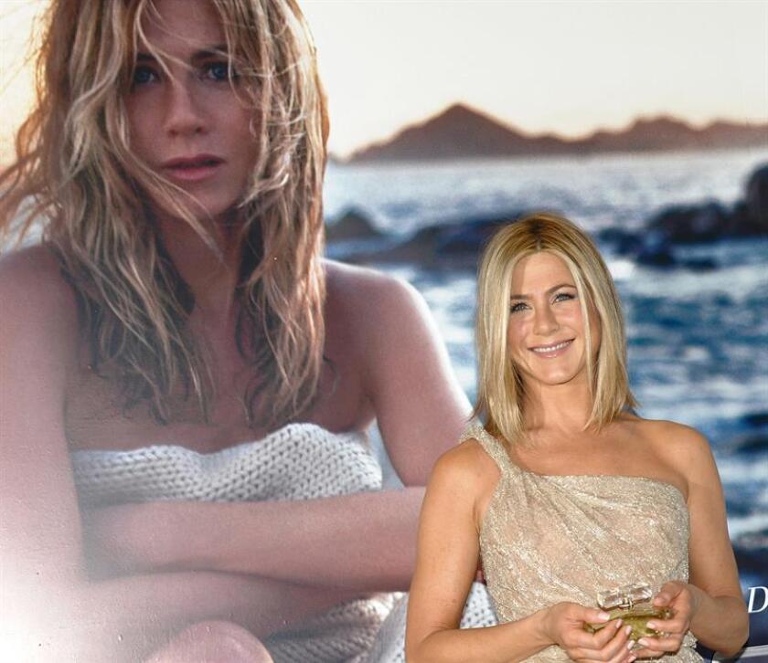 """La actriz norteamericana Jennifer Aniston posa para los fotografos el jueves 10 de marzo de 2011, durante una rueda de prensa en Ciudad de México (México) donde presentó la fragancia que lleva su nombre, """"Jennifer Aniston"""". EFE/Archivo"""