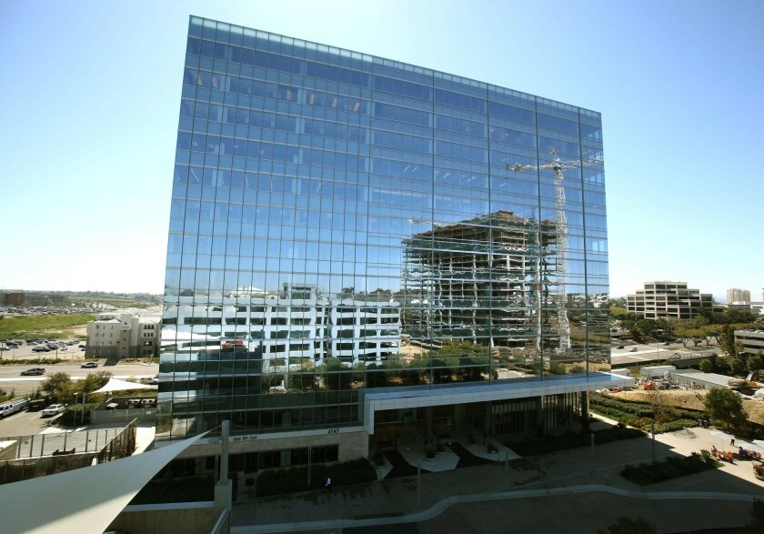 La Jolla Commons, developed by Hines, includes some innovative features suited to current office layout standards. Reflected in the exterior is the second tower under construction, due to open in 2014.