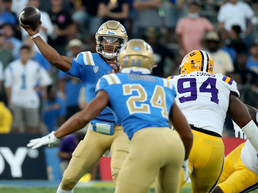 UCLA quarterback Dorian Thompson-Robinson throws a pass to to running back Zach Charbonnet.