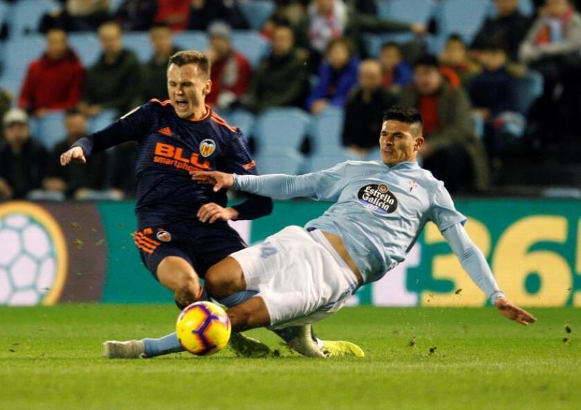 El Celta traspasa al central argentino Roncaglia al Osasuna