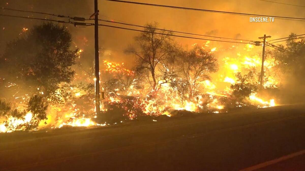 RAW: Fast-moving brush fire explodes in Ventura County - Los
