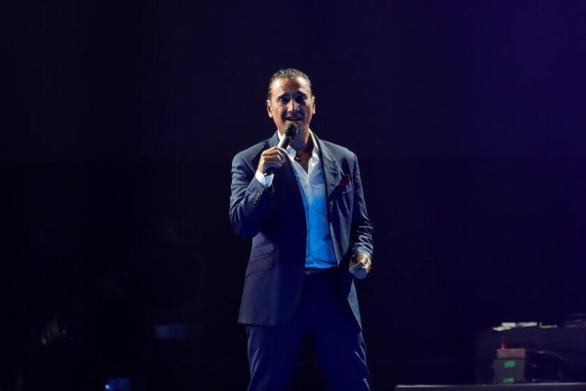 """El cantante mexicano Alejandro Fernández, """"El Potrillo"""", ha vestido de mariachi el festival Marenostrum Music Castle Park, donde ha ofrecido un concierto cargado de emoción y sentimiento que forma parte de su gira """"Rompiendo fronteras"""", con la que celebra 25 años de trayectoria. EFE/Archivo"""