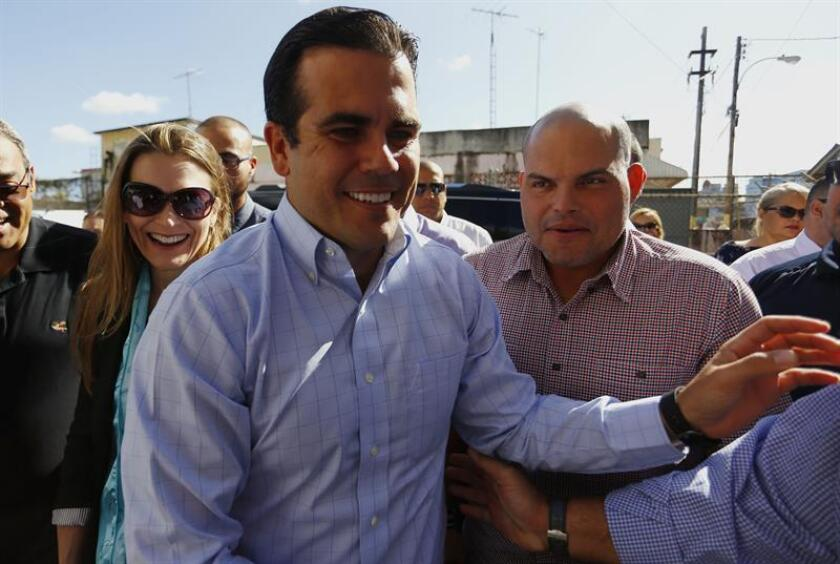 Vista del gobernador Ricardo Rossello (c) en un evento. EFE/Archivo