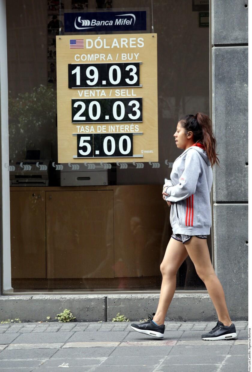Tras su máximo histórico el lunes, en la sesión del martes, el dólar menudeo bajó 51 centavos contra el peso.