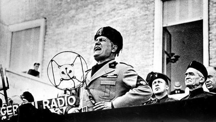 """Trump se refirió hoy en entrevista con el canal NBC a uno de sus tuits en el que cita la frase: """"es mejor vivir un día como un león, que cien como un borrego"""", frase que fue usada por el fascismo italiano y repetida por Benito Mussolini."""