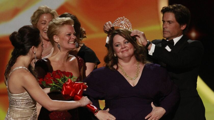 167664.CA.0918.EMMY.MJB Melissa McCarthy with her crown and Emmy for Outstanding Lead Actress in a C