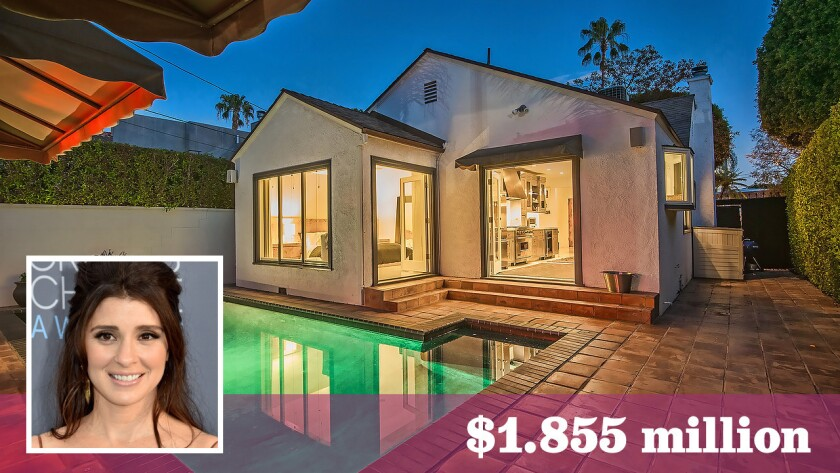 Actress Shiri Appleby has sold her renovated English-style cottage in West Hollywood for over the asking price.