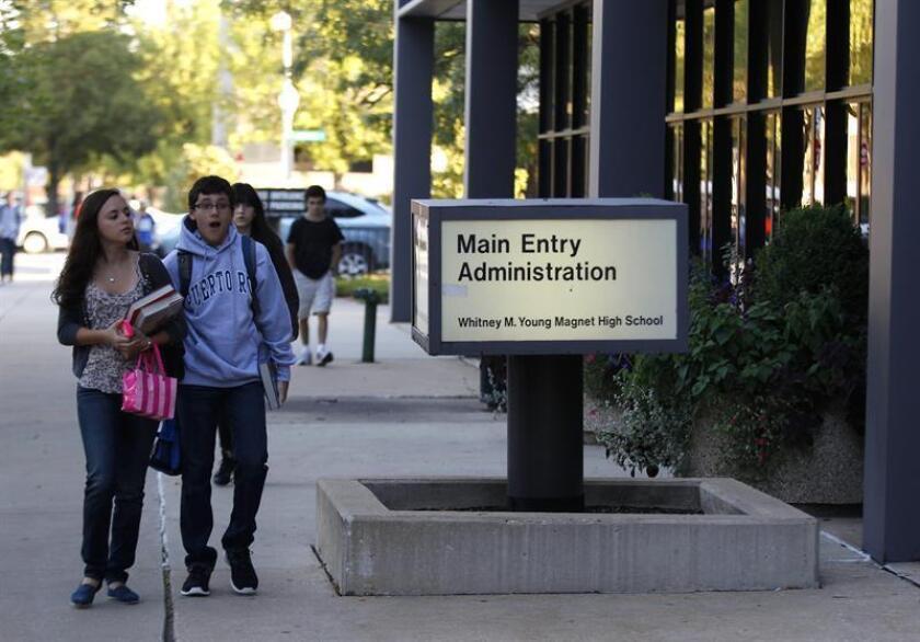 """La Junta de Educación de Chicago declaró hoy que las 652 escuelas públicas de la ciudad son un """"lugar seguro"""", donde los alumnos estarán libres de discriminación y acoso, sin importar su estatus migratorio. EFE/ARCHIVO"""