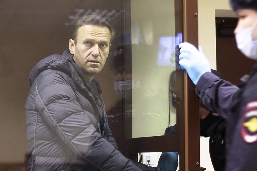 Alexei Navalny back in Moscow court on defamation charge - Los Angeles Times