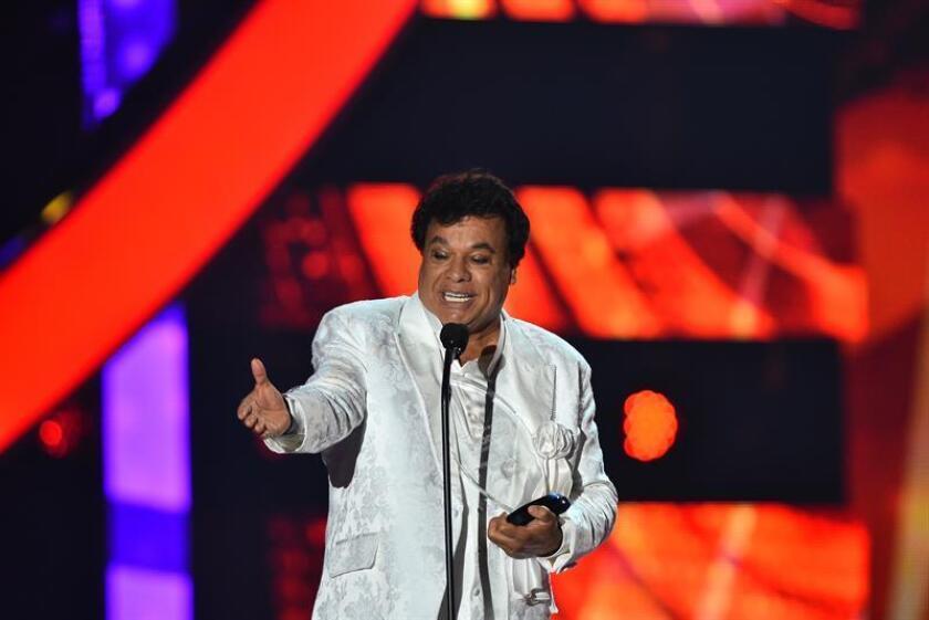 El cantautor mexicano Juan Gabriel, fallecido en 2016, y la estrella colombiana Shakira mantuvieron esta semana su dominio absoluto en las listas de éxitos latinos de la revista especializada Billboard. EFE/ARCHIVO