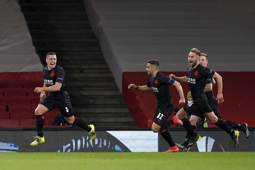 Marcus Rashford (izquierda) del Manchester United celebra tras anotar el primer gol