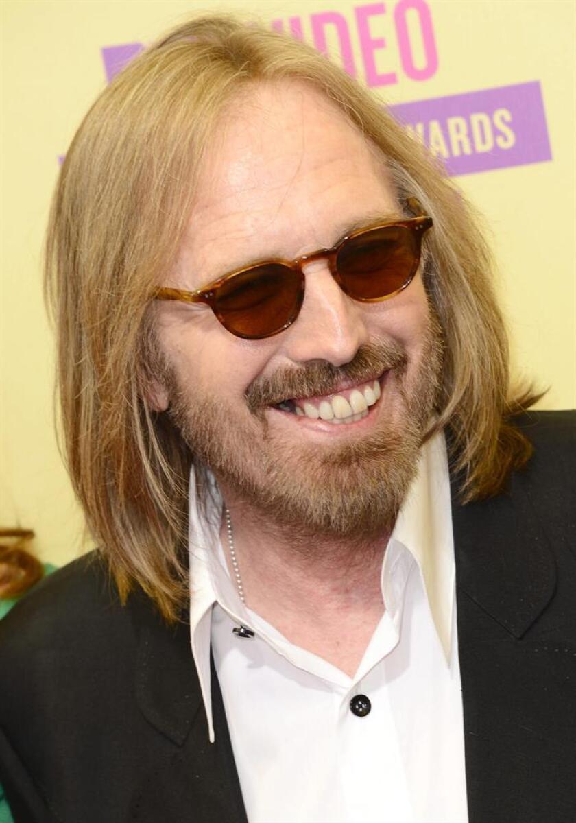 El roquero Tom Petty, que falleció el pasado octubre a los 66 años, murió por una sobredosis accidental de opiáceos, según los resultados de la autopsia desvelados hoy por la familia del músico. EFE/ARCHIVO