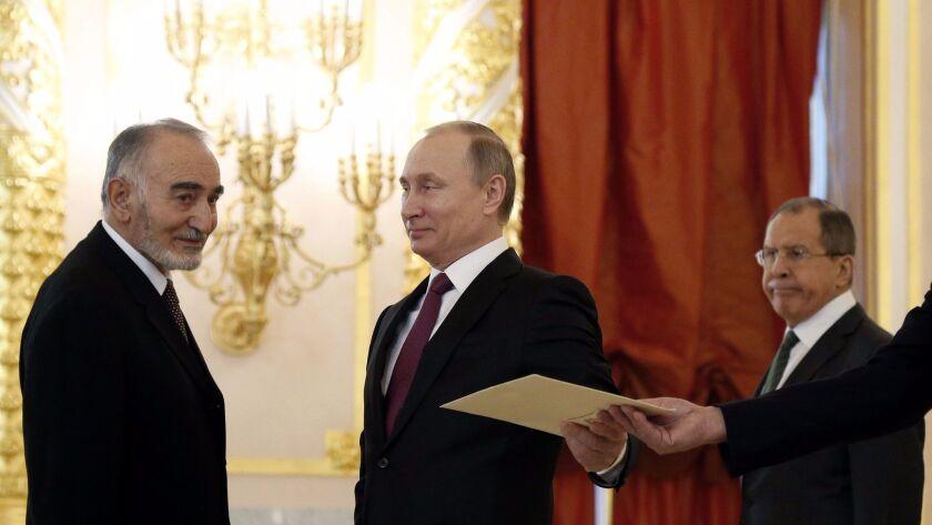 epa05851925 Russian President Vladimir Putin (C), Afghanistan's ambassador to Russia Abdul Qayum Kuc