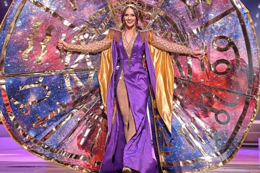 La ceremonia de trajes típicos es una de las más coloridas del certámen del Miss Universo.