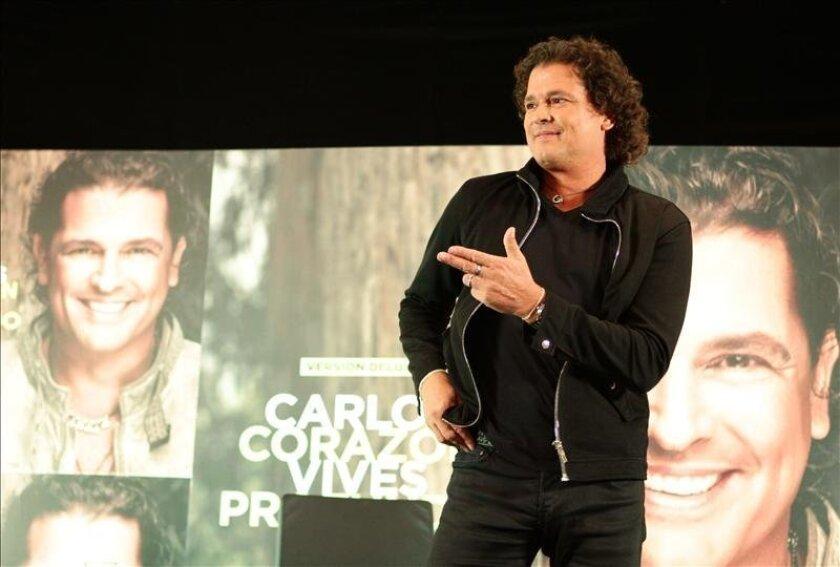"""El cantante colombiano Carlos Vives habla el pasado 13 de mayo de 2013 durante una rueda de prensa para la promoción de su última producción discográfica """"Corazón Profundo"""" en Ciudad de México. EFE/Archivo"""