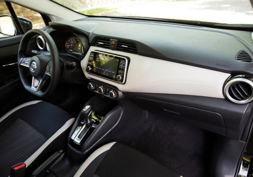 -Nissan-Versa-DriverArea.jpg