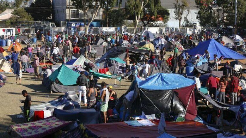 Vista general de uno de los campamentos de migrantes centroamericanos en Tijuana, Baja California.