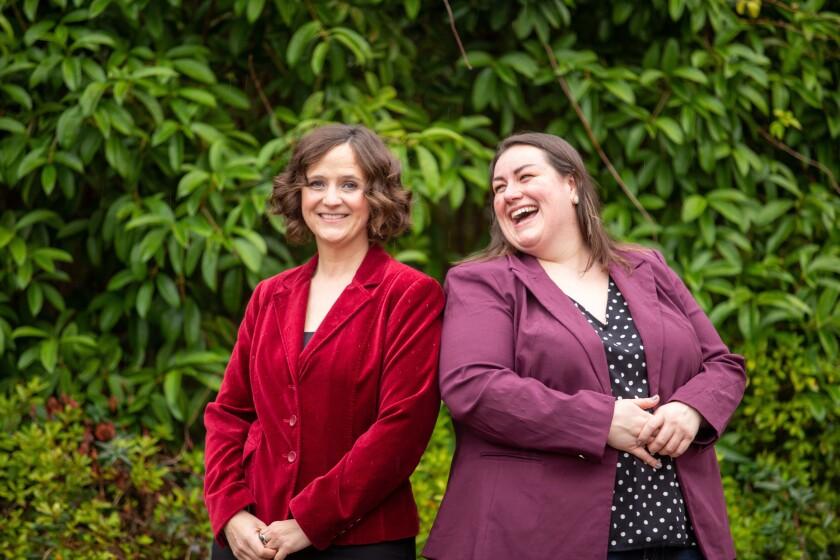 Las científicas Leila Strickland (izquierda) y Michelle Egger, confundadoras de BIOMILQ.