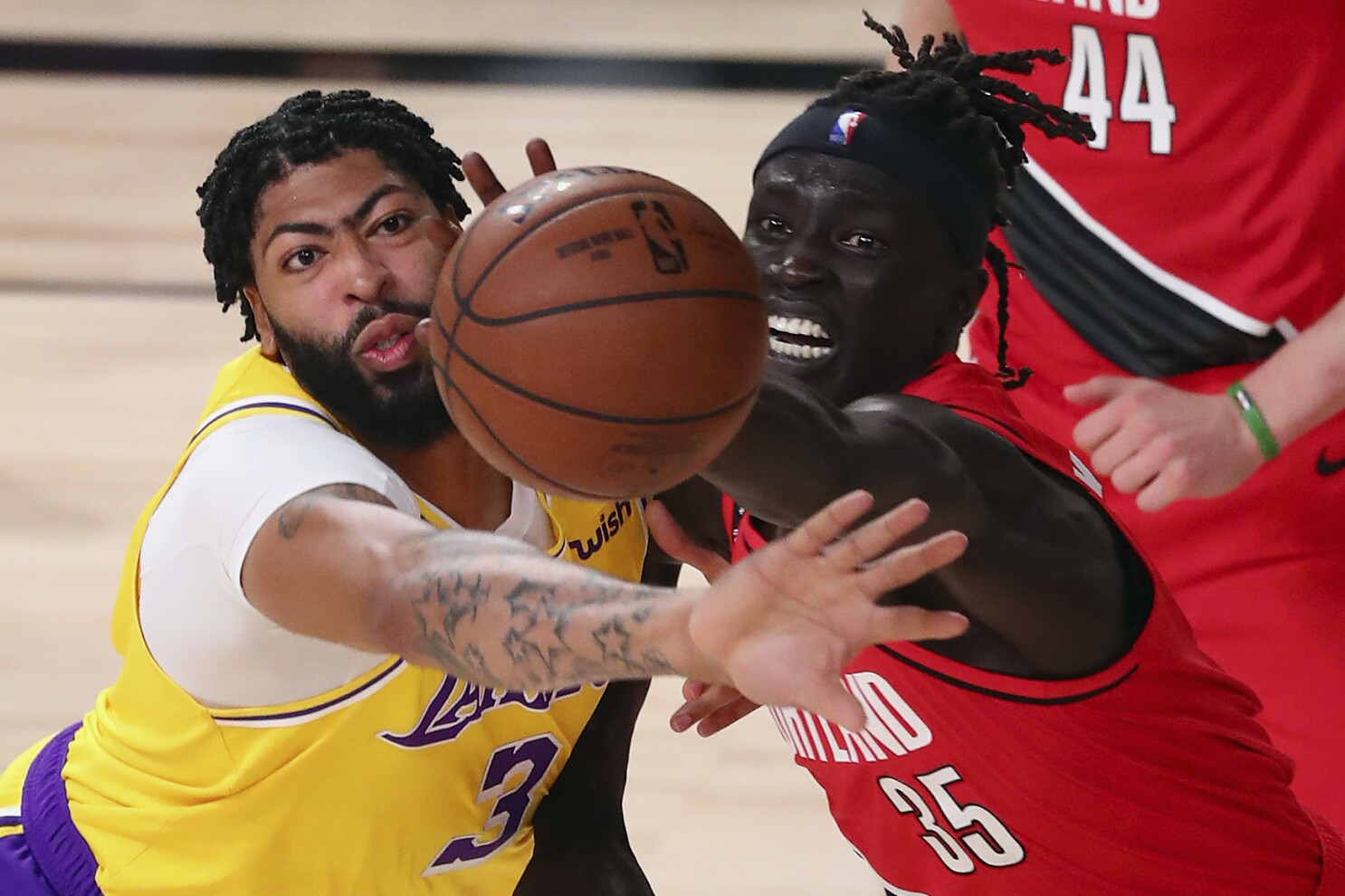 Nba Playoffs Lakers Dominate Trail Blazers In Game 2 Win Los Angeles Times