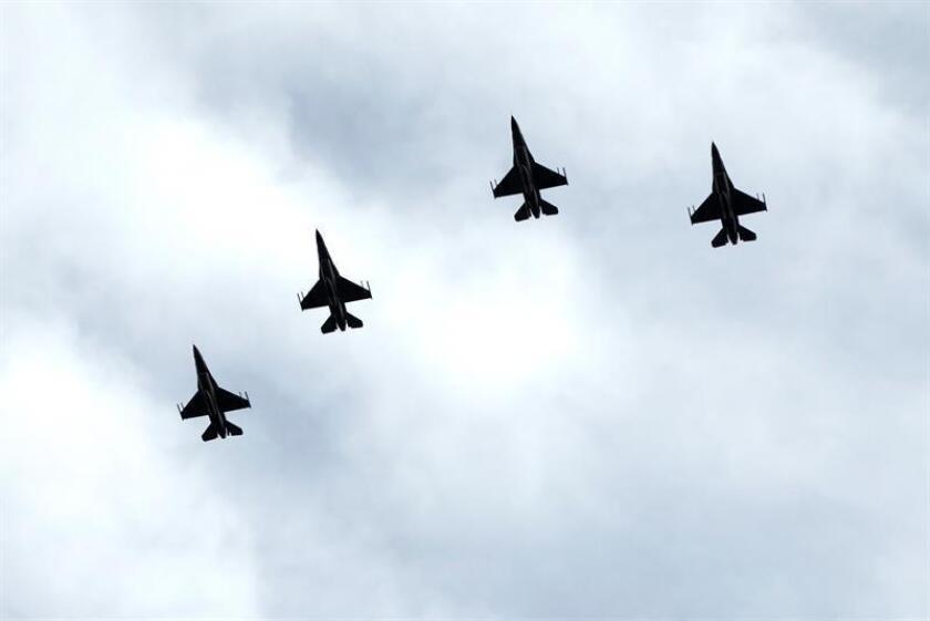 """La secretaria de las Fuerzas Aéreas, Heather Wilson, afirmó hoy que el Ejército del Aire es """"demasiado pequeño"""" para el número de misiones al que tiene que hacer frente, lo que está provocando que sus miembros acaben mostrando síntomas de estar """"quemados"""". EFE/ARCHIVO"""